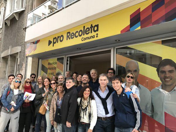 Timbreo del Diputado Santamarina, junto a su equipo y miembros del Partido Demócrata